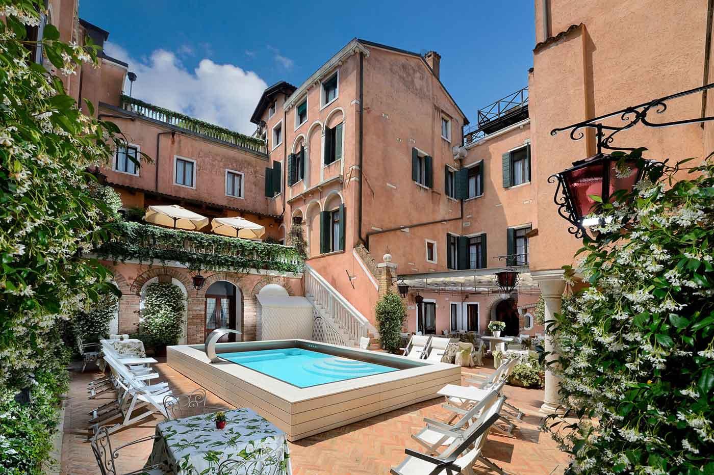4 Star hotel Venice - Hotel Giorgione, historic residence in Venice (Italy)