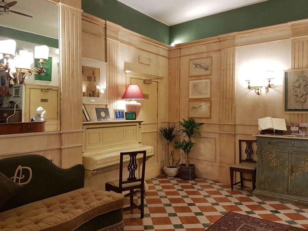 Albergo delle Drapperie - via delle Drapperie, 5 - 40124 Bologna Italy (lobby)
